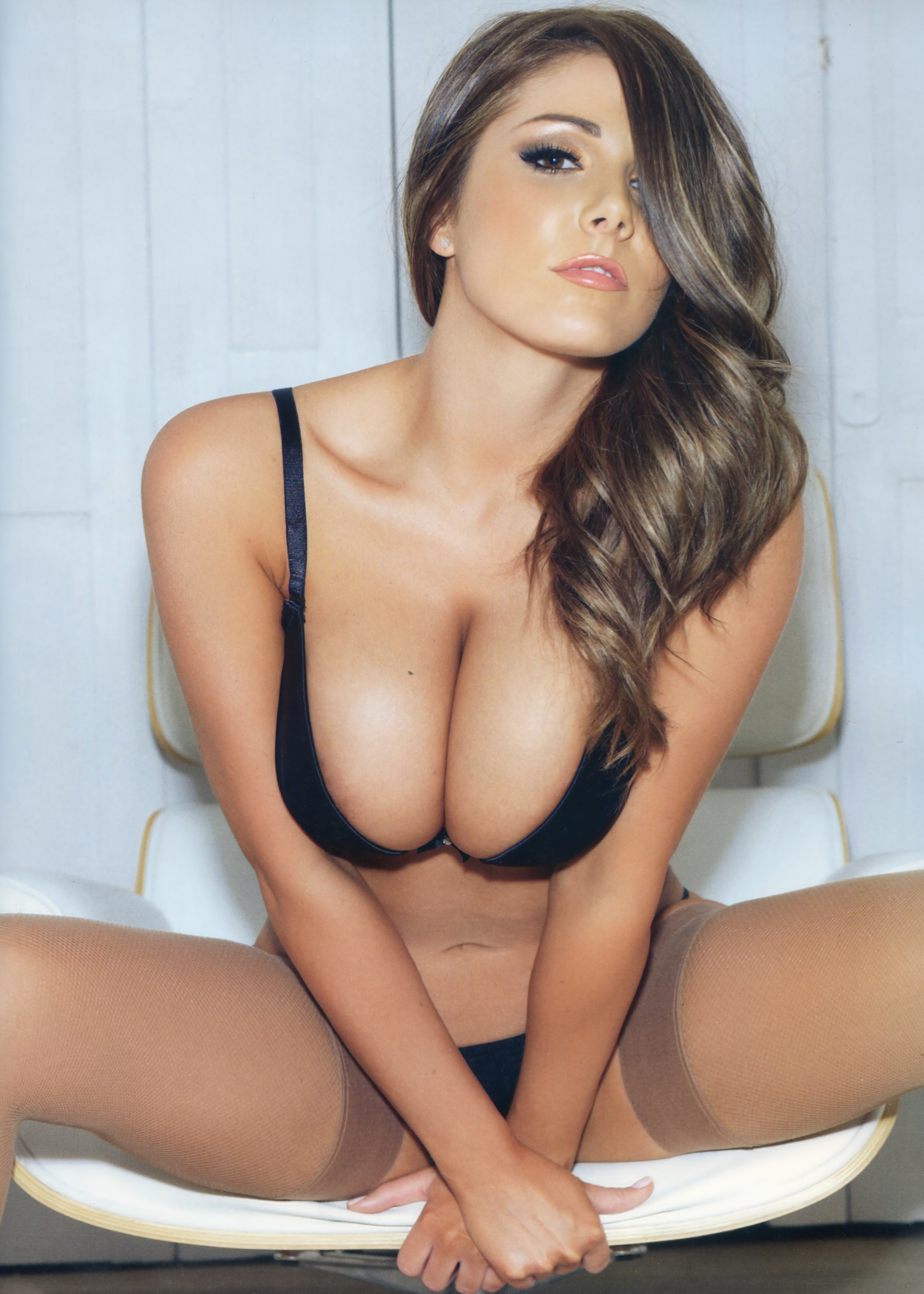 Lucy Pinder Wallpaper For Mobile
