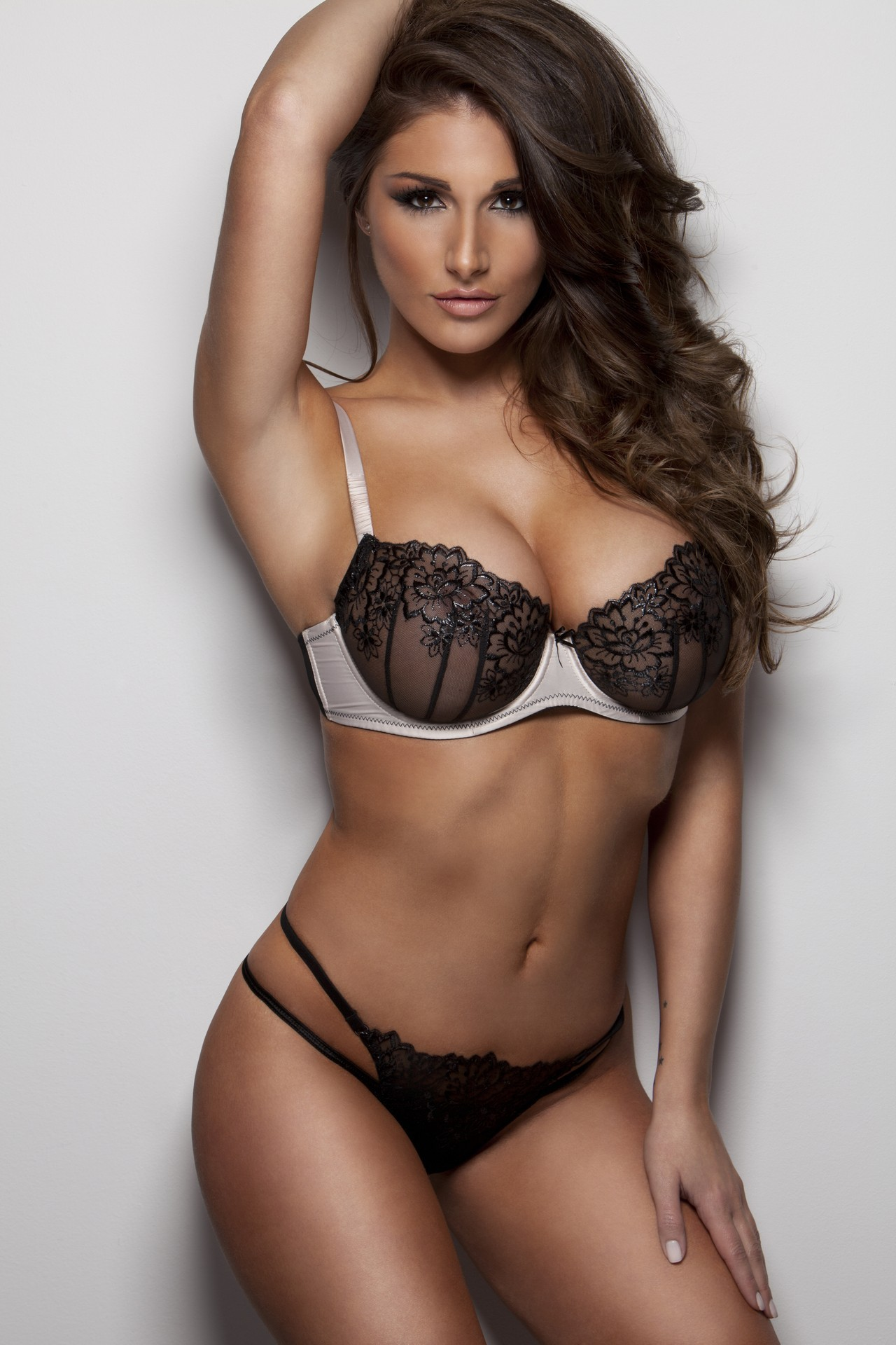 Lucy Pinder Iphone