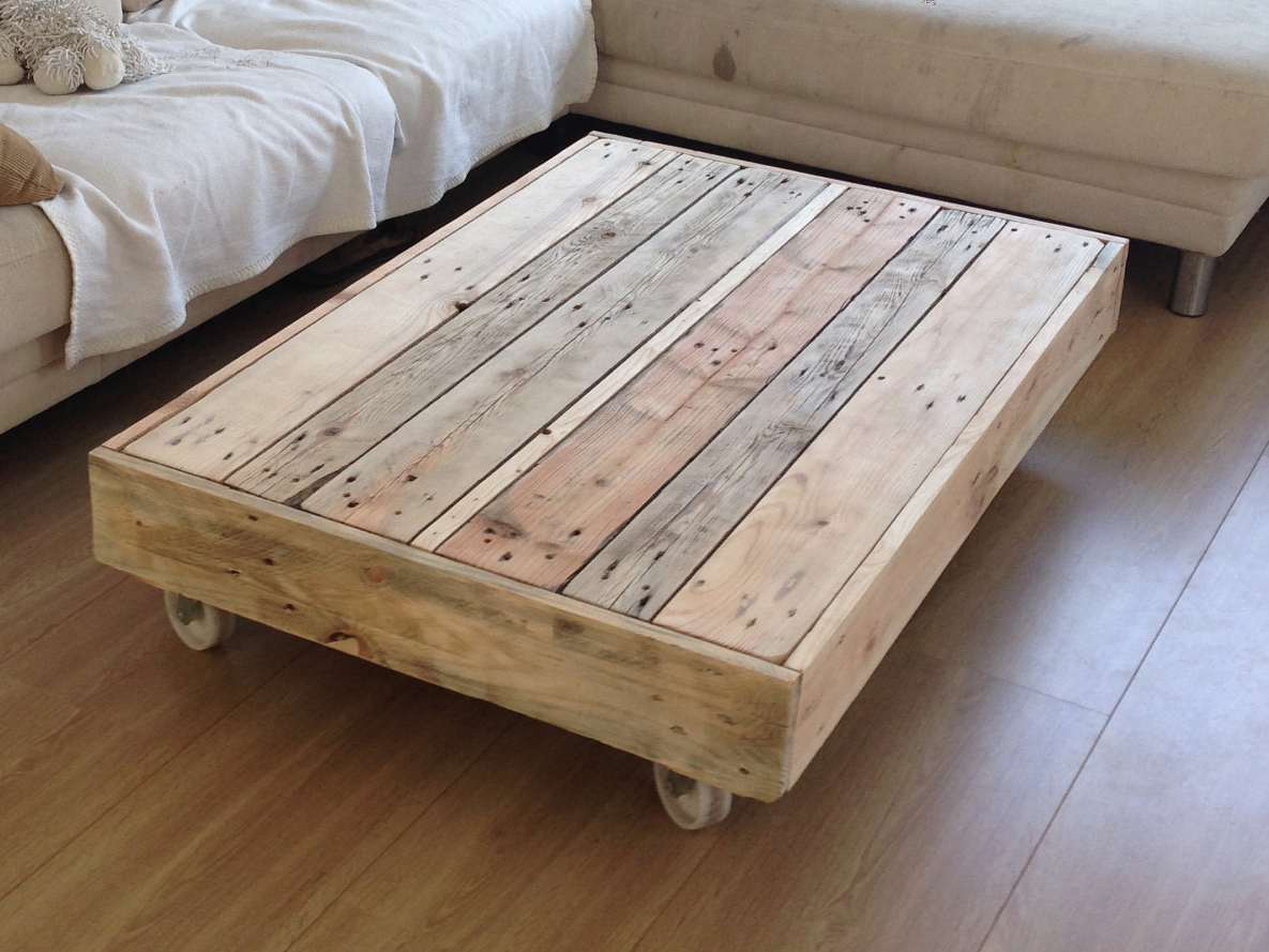 Coffee table on wheels design images photos pictures for Table en palette
