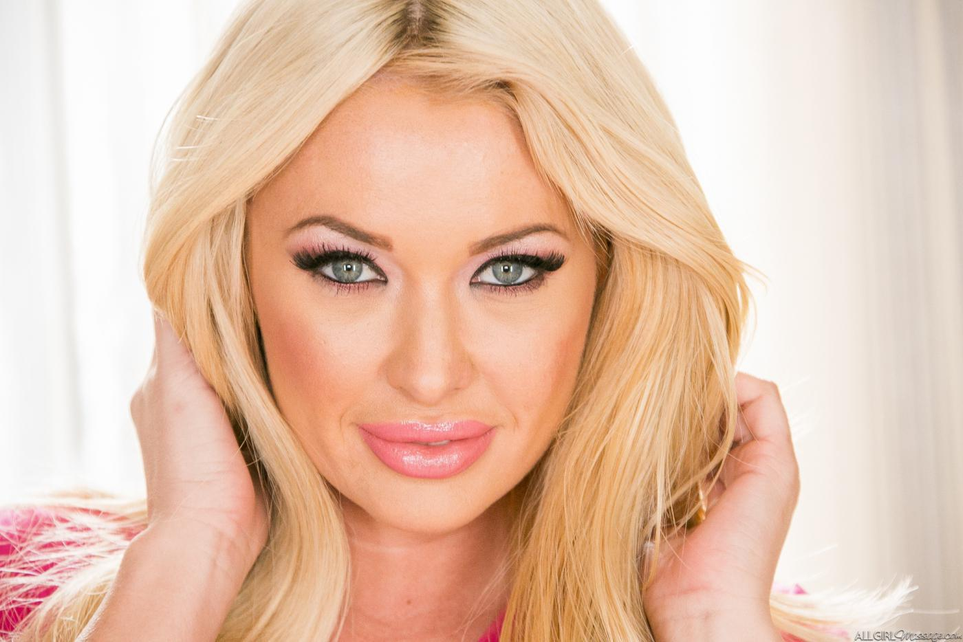 brielle dating site Tall (5'9), buxom, and shapely blonde bombshell summer brielle taylor was born on february 7, 1987 in tennessee following graduation from high .