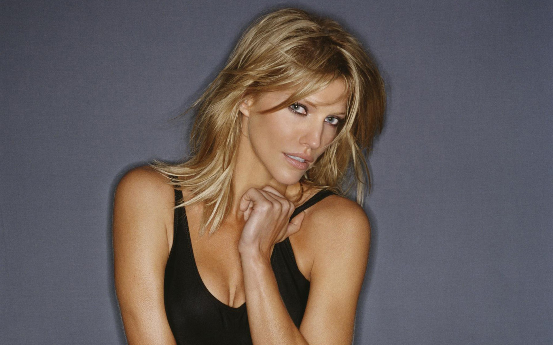 Desk For Computer Tricia Helfer Wallpapers Images Photos Pictures Backgrounds