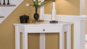 White Coner Table