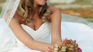 Wavy Long Blonde Bridal Hairstyle