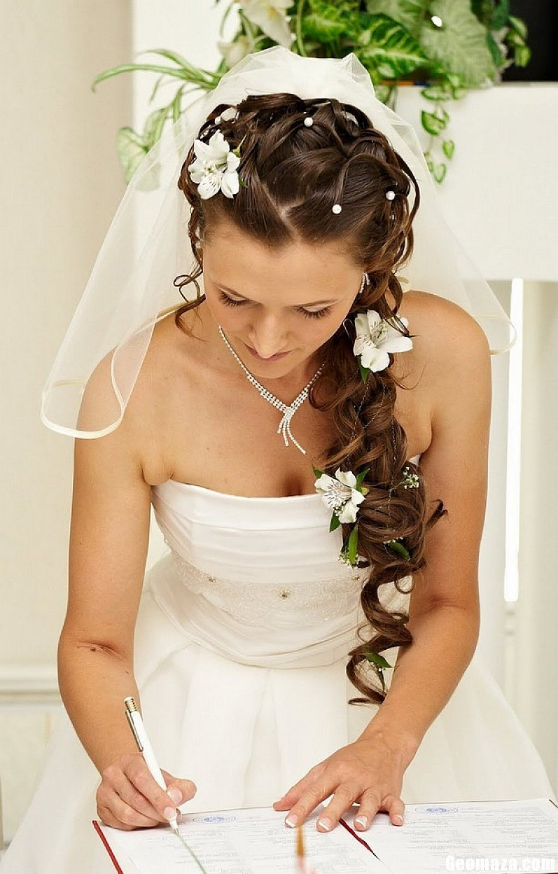 wedding hairstyles for long hair images photos pictures. Black Bedroom Furniture Sets. Home Design Ideas