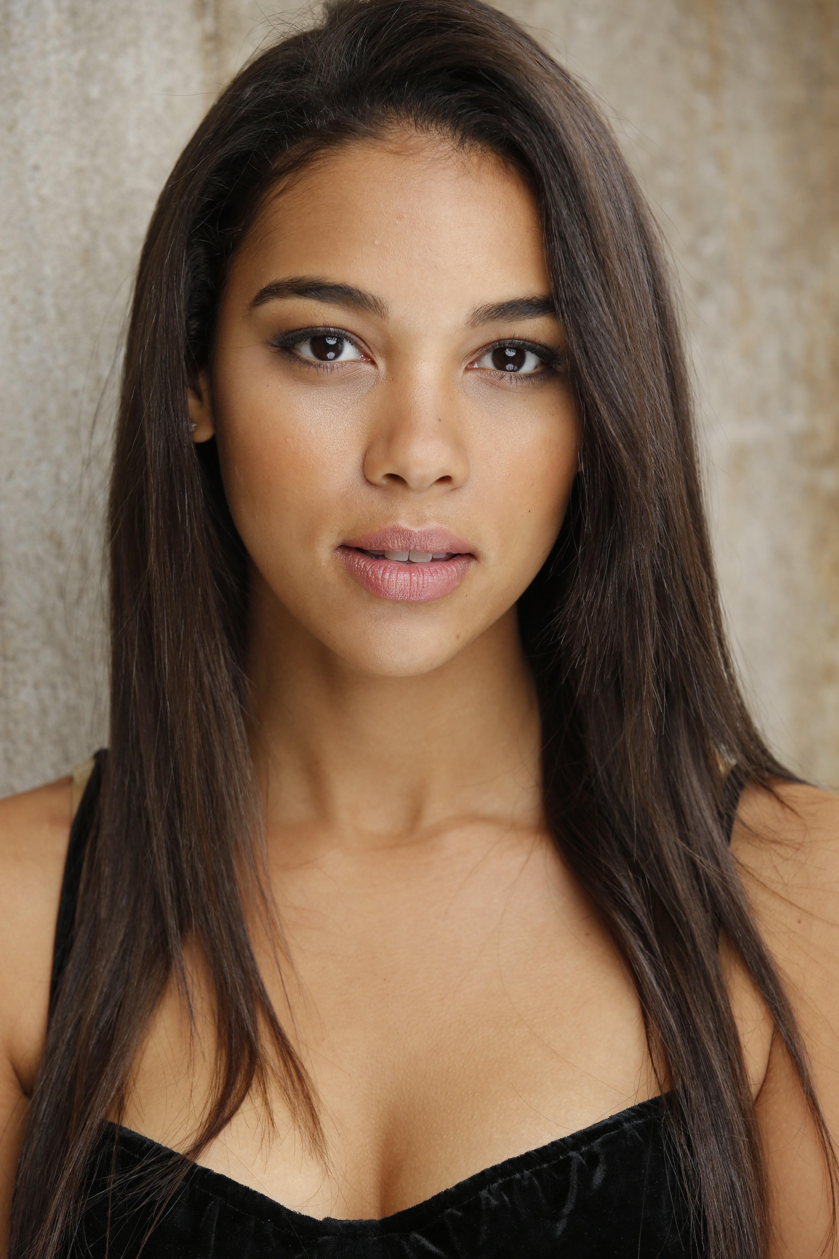Alexandra Shipp HD Iphone