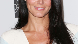 Angie Harmon Iphone Background