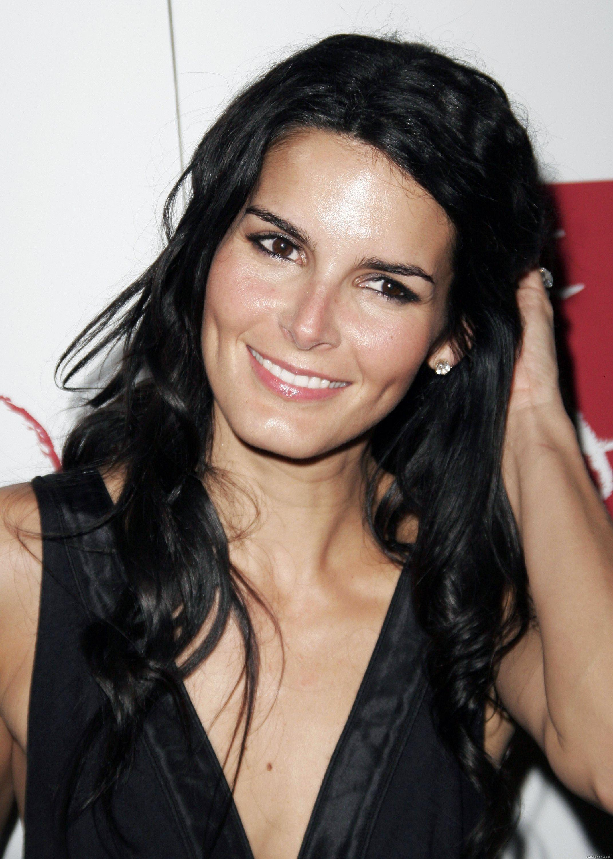 Angie Harmon Iphone Sexy Wallpapers