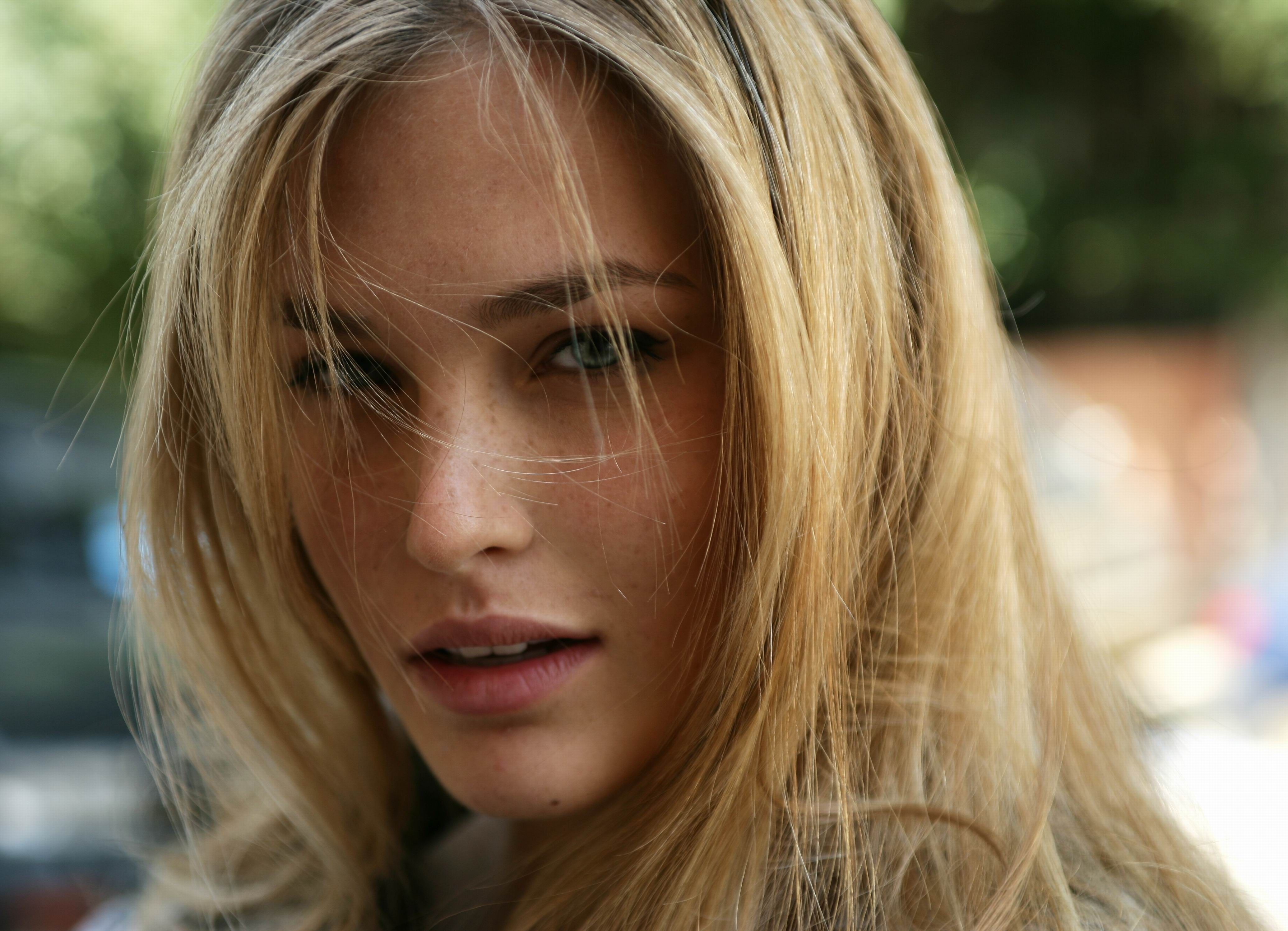 Bar Refaeli Wallpaper For Laptop