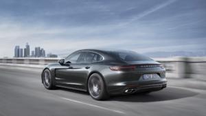 Porsche Panamera 2016 Wallpaper