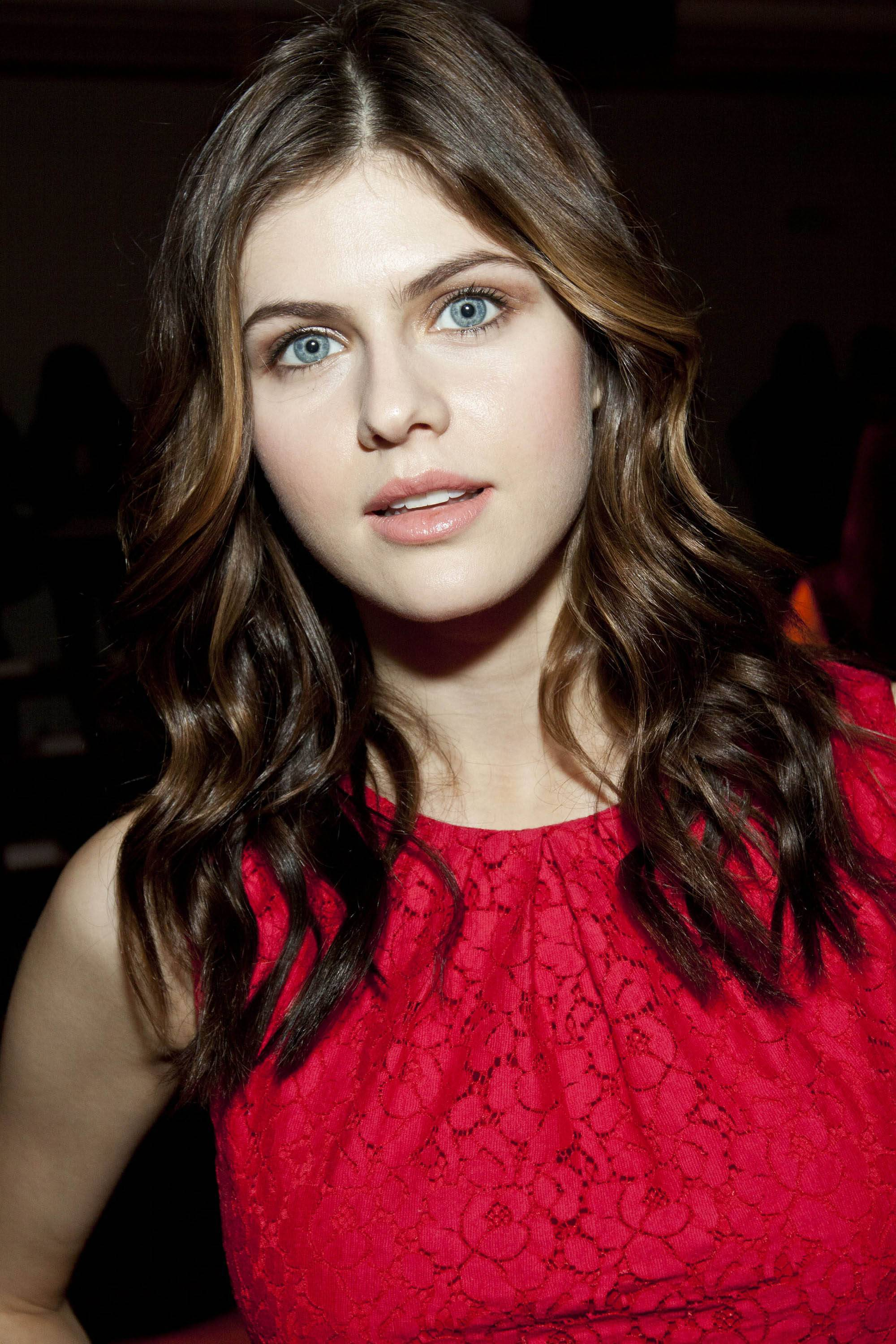 Alexandra Daddario Wallpapers Images Photos Pictures