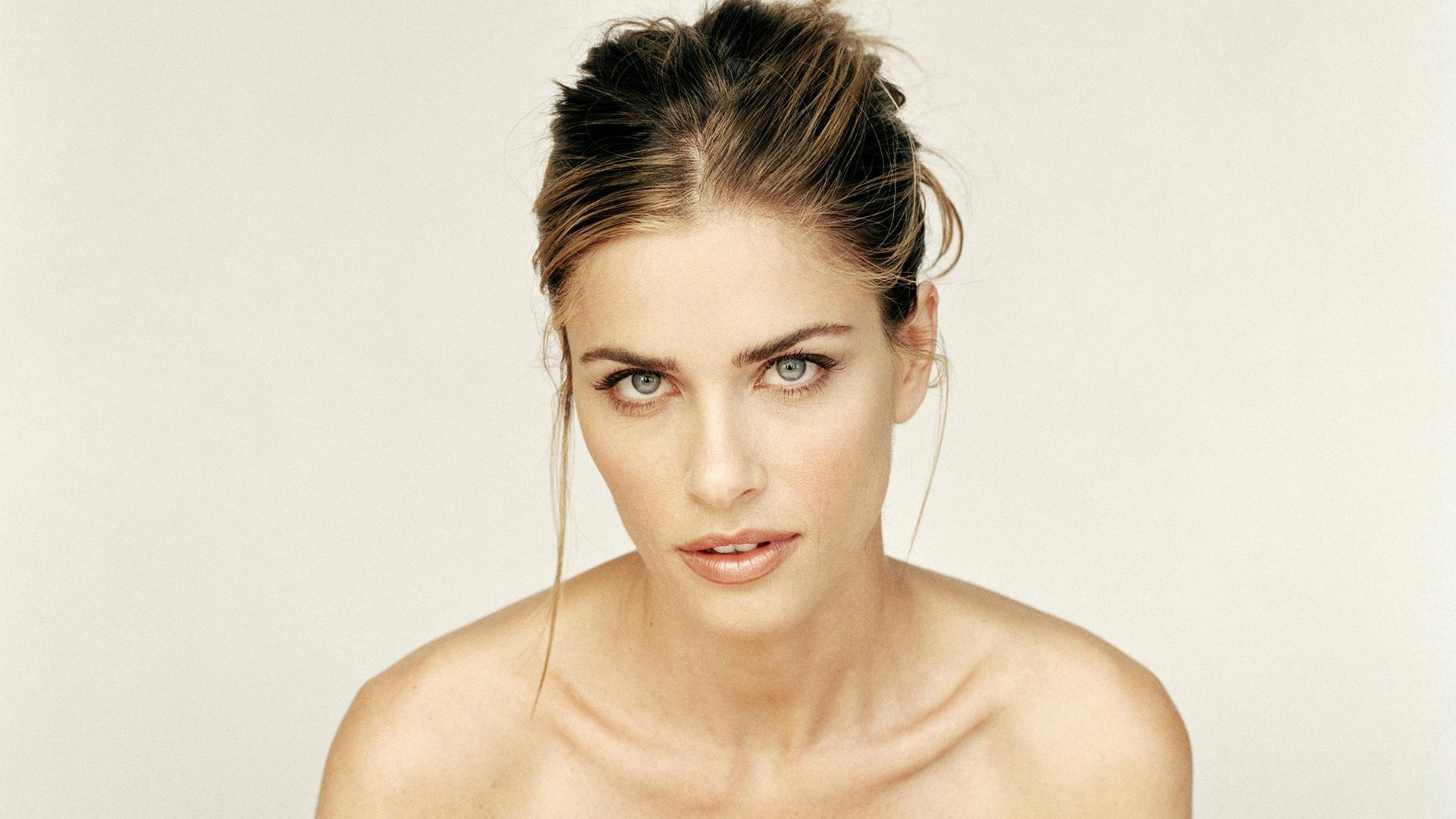 Amanda Peet Wallpapers Images Photos Pictures Backgrounds