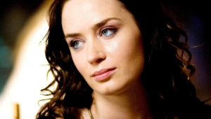 Emily Blunt Wallpaper For Laptop