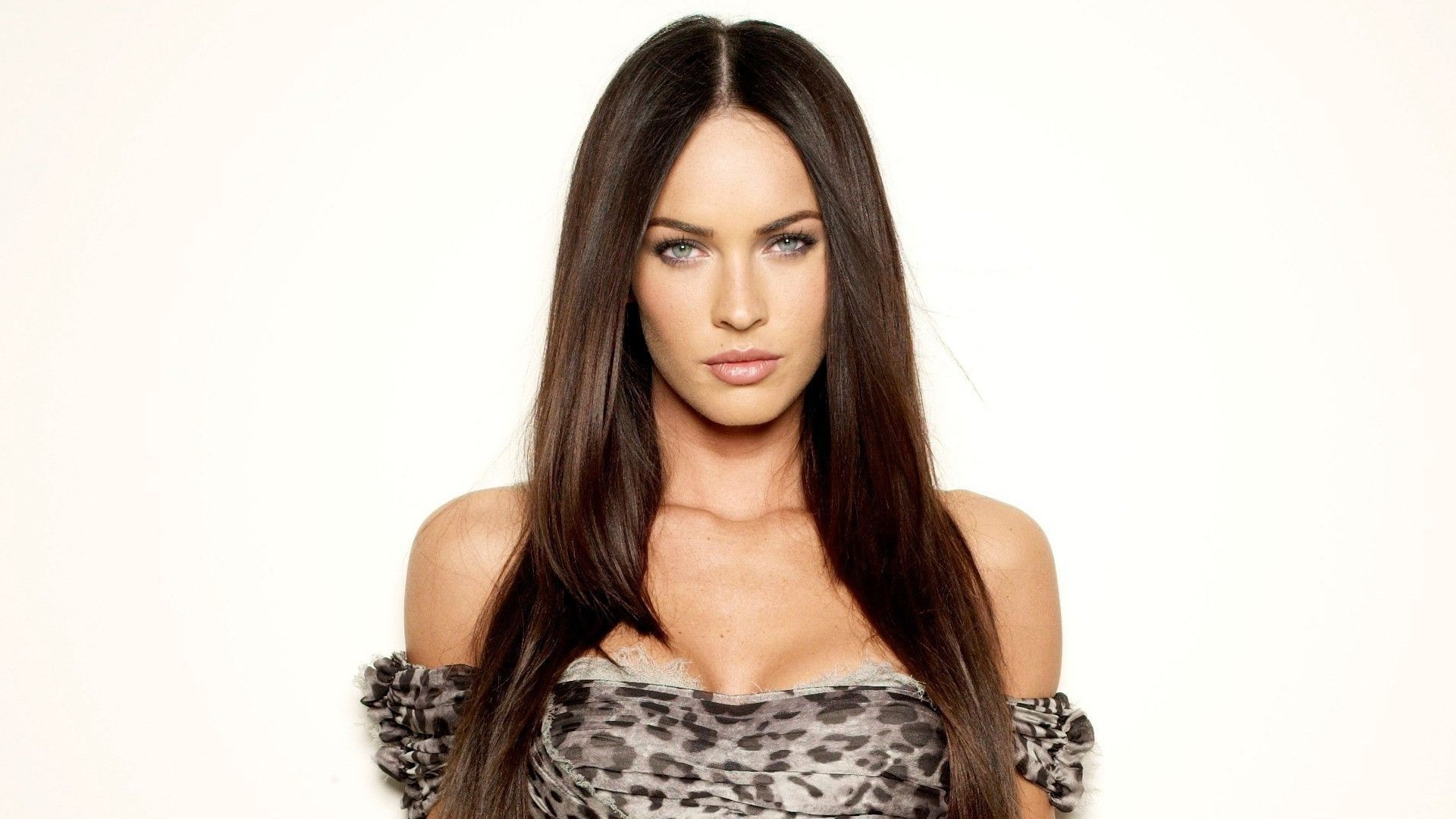 Megan Fox Wallpapers Images Photos Pictures Backgrounds