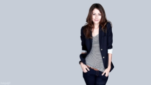 Amanda Crew Background