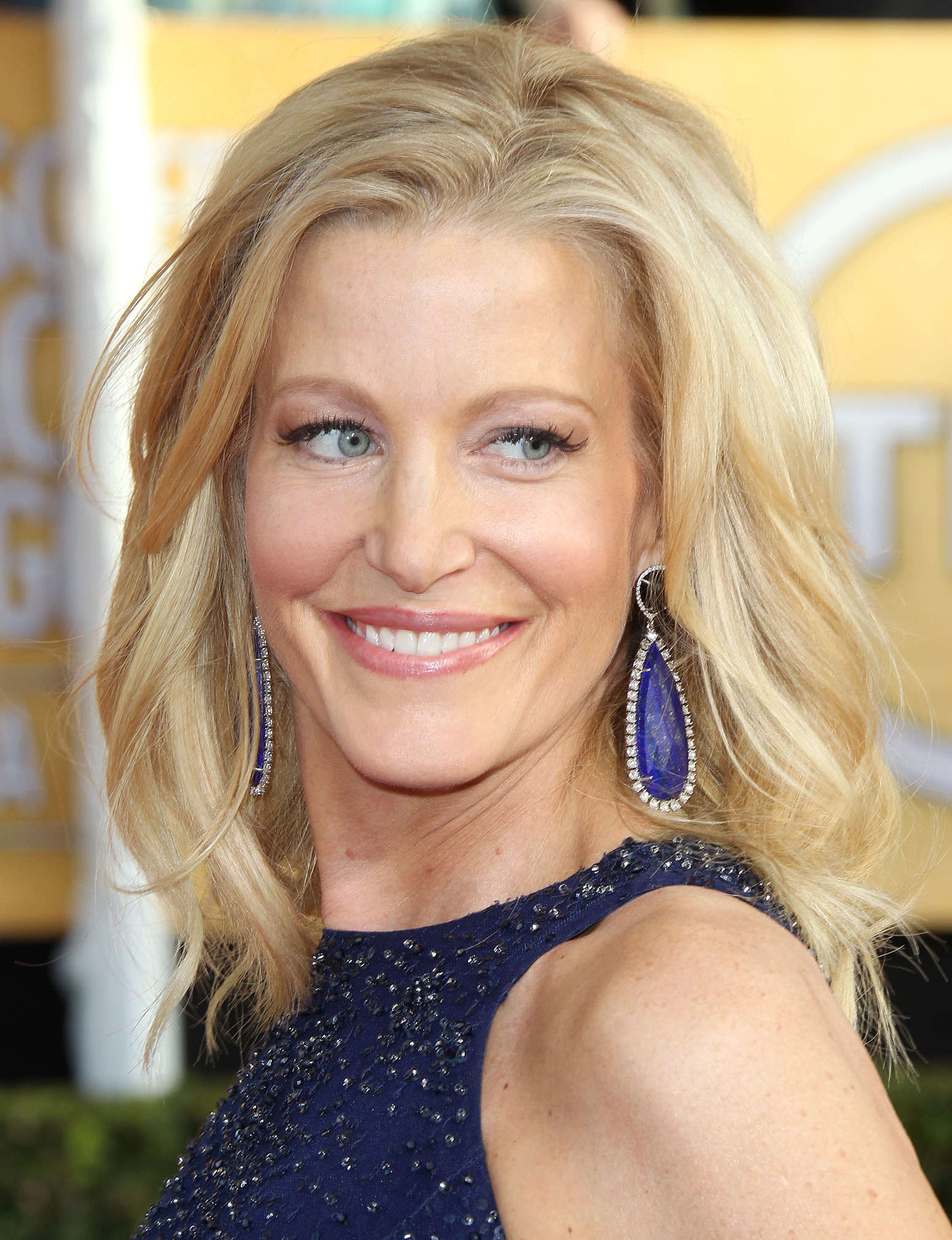 Anna Gunn Free Download Wallpaper For Mobile
