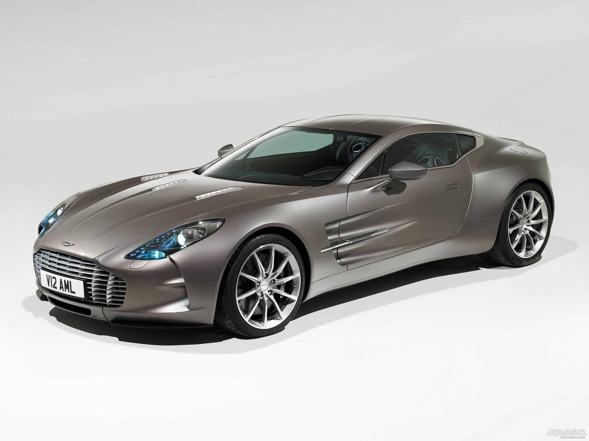 aston martin   wallpapers images  pictures backgrounds
