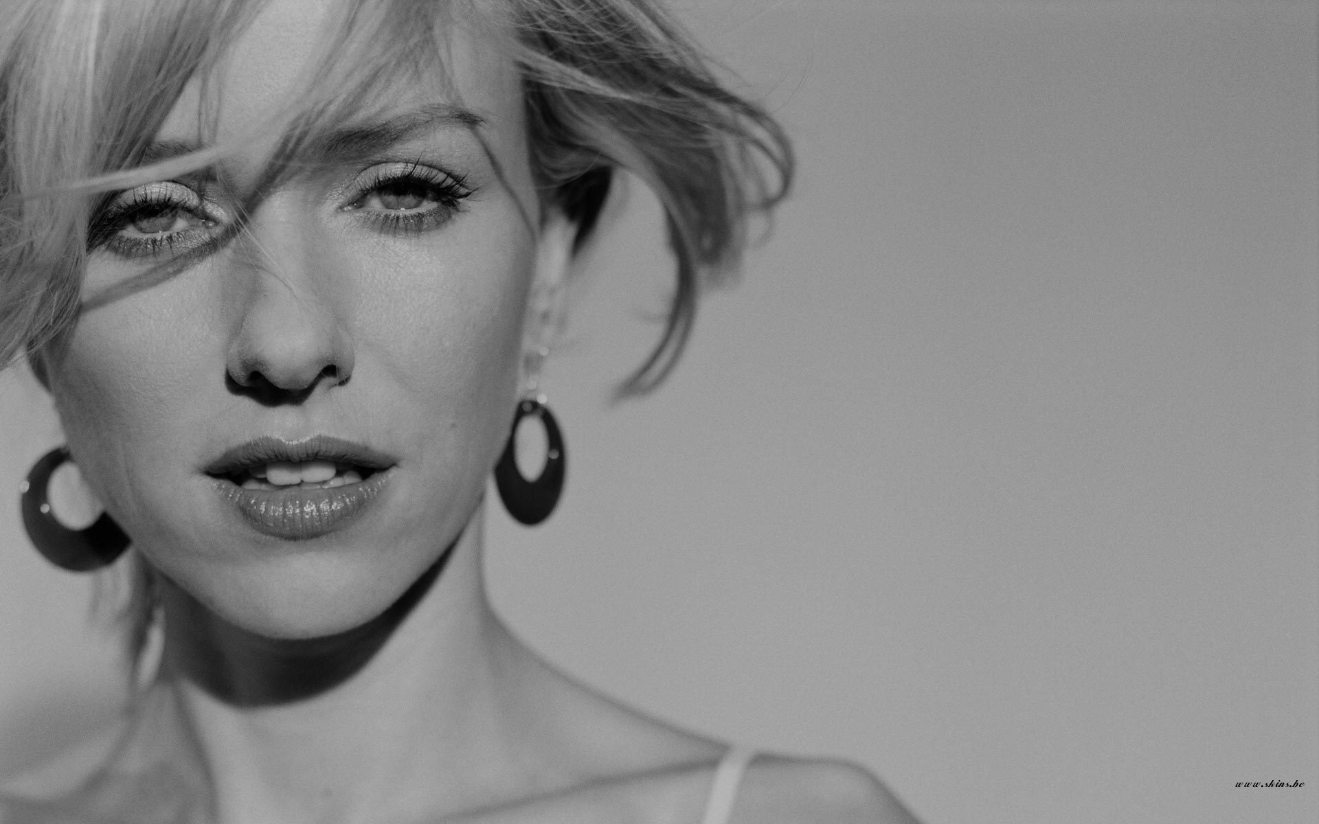 Naomi Watts Wallpapers Images Photos Pictures Backgrounds