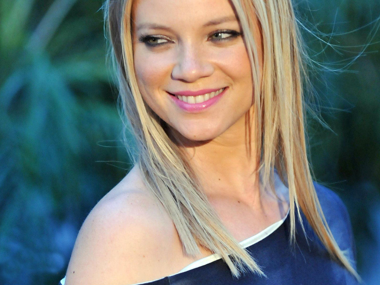 Pictures Of Amy Smart