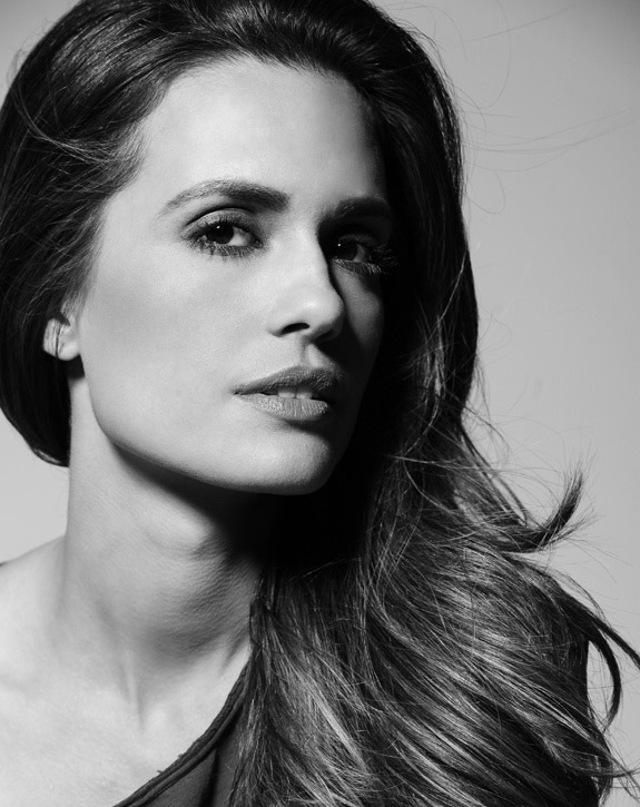 Torrey DeVitto High Quality Wallpapers For Iphone