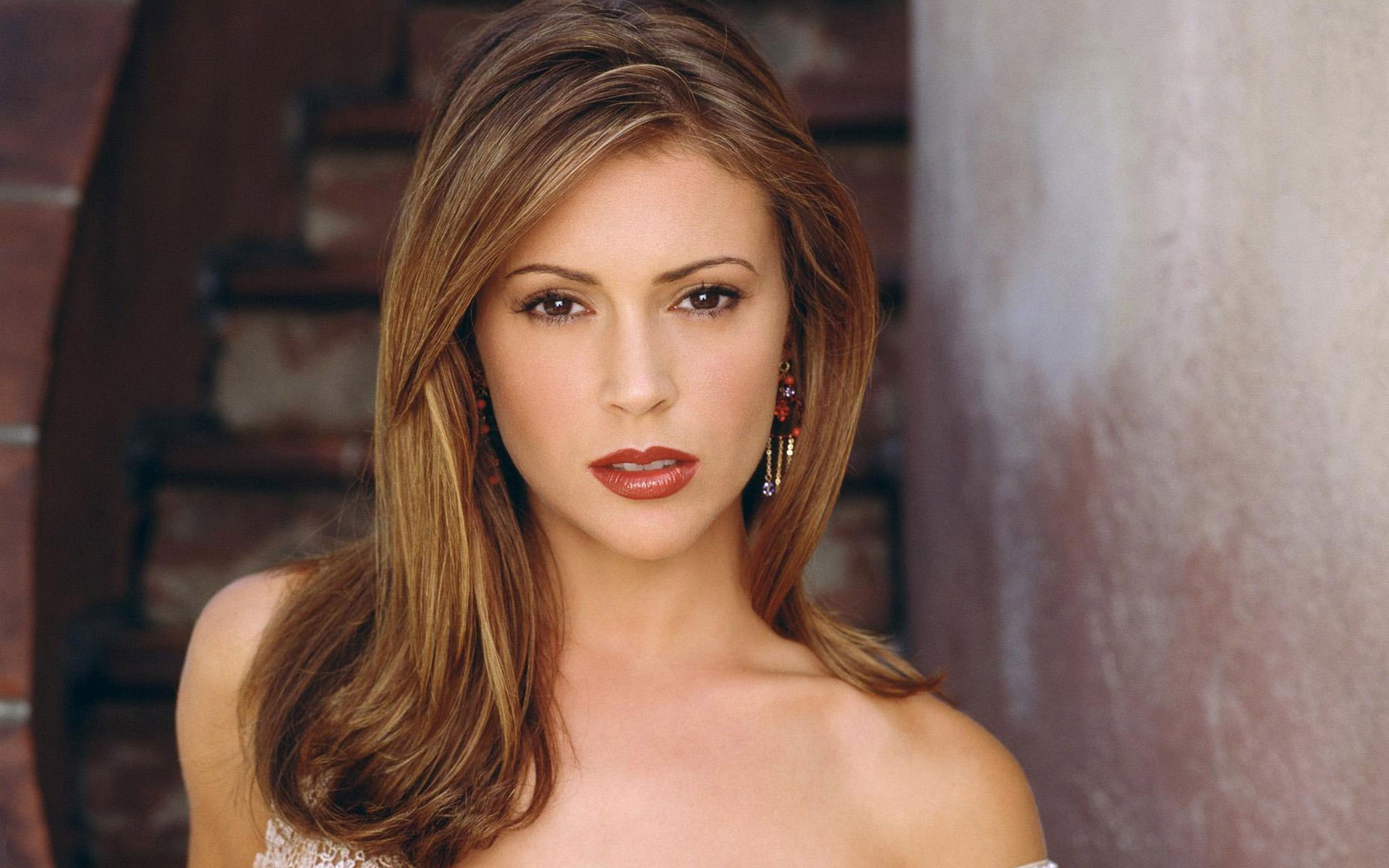 Alyssa milano wallpapers images photos pictures backgrounds for Wallpaper milano