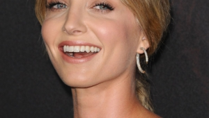 Annabelle Wallis Iphone Background