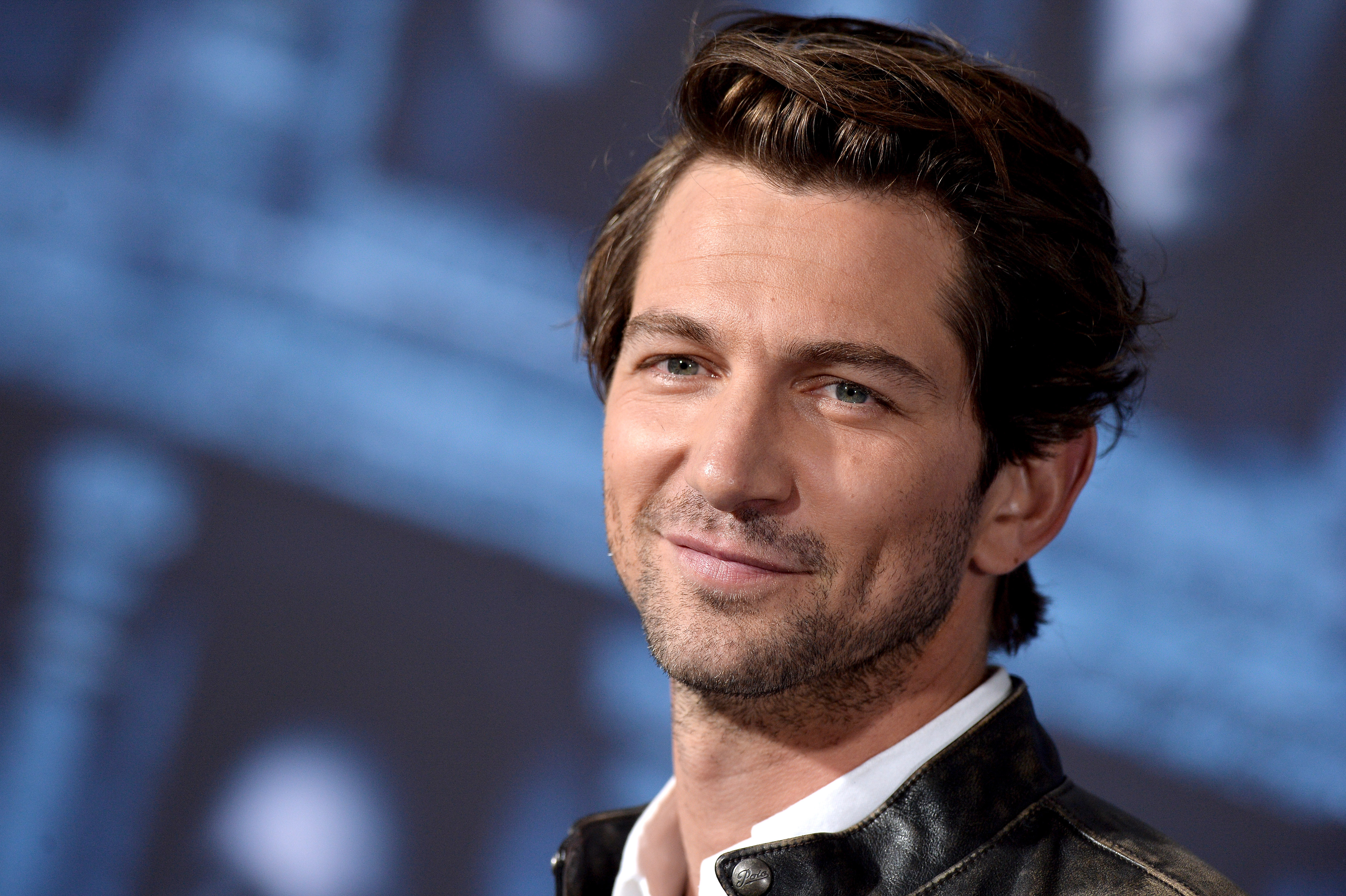 Michiel Huisman Wallpapers Images Photos Pictures Backgrounds