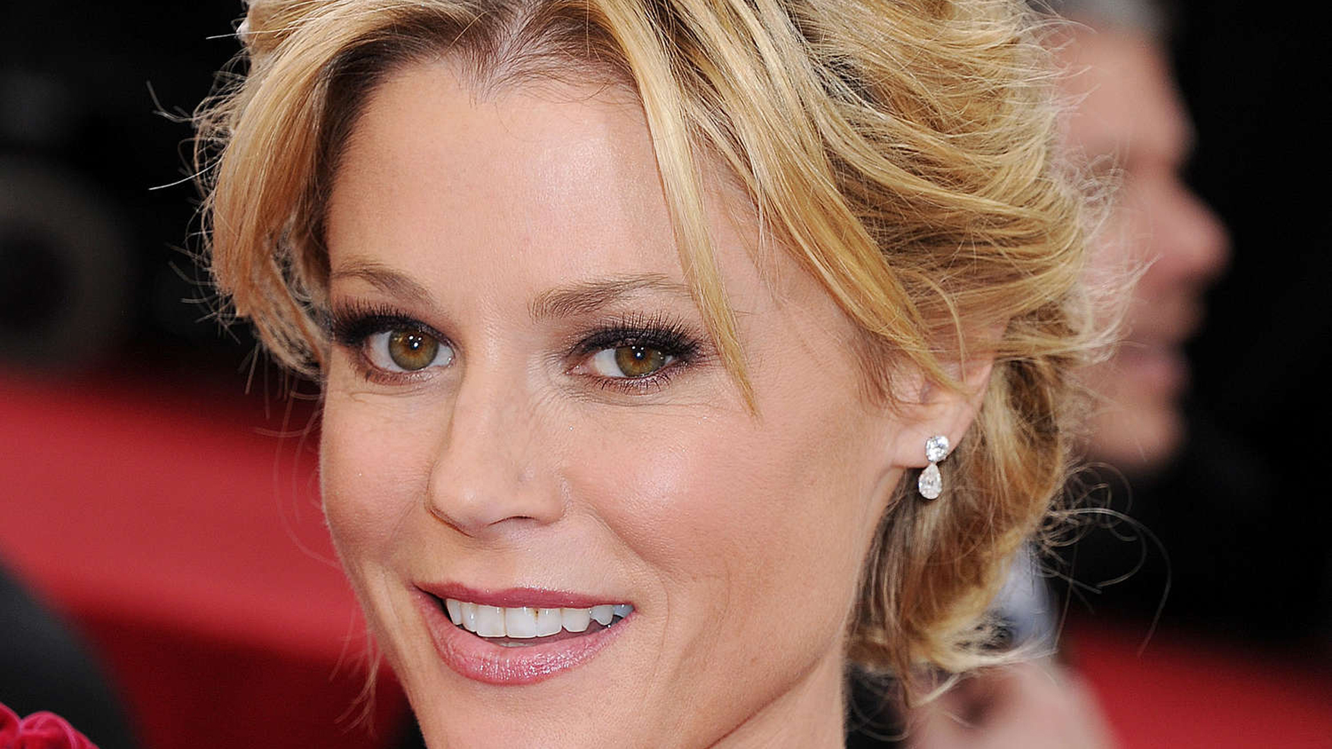 Moore Quality Cars >> Julie Bowen Wallpapers Images Photos Pictures Backgrounds