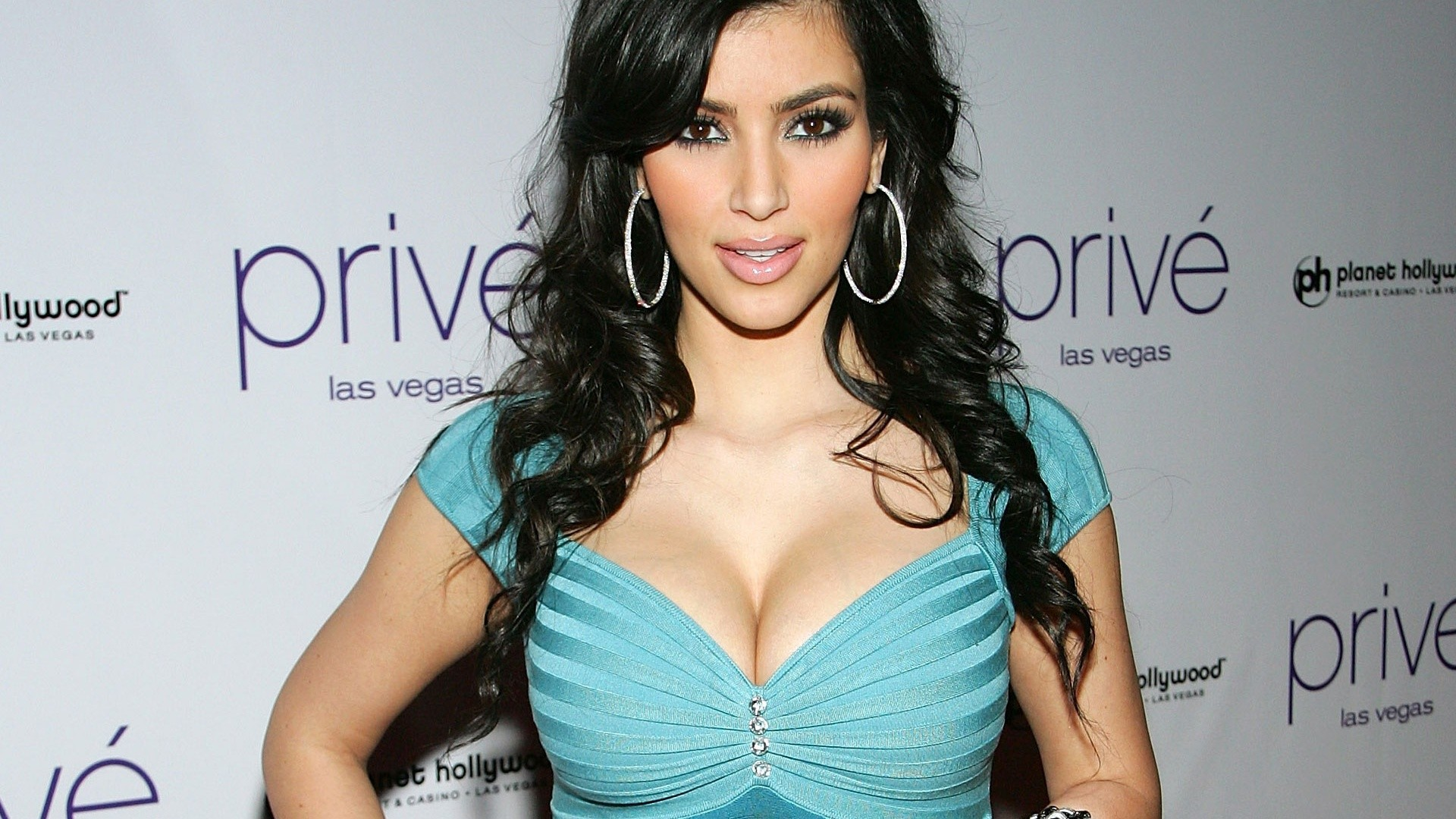 Kim kardashian nude hd wallpaper