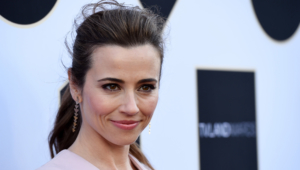 Linda Cardellini Hd Background