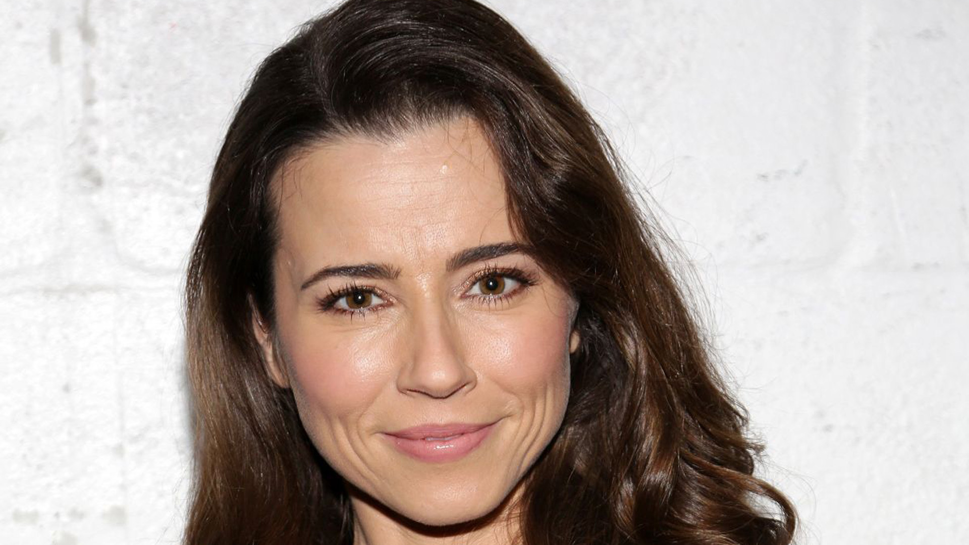 Linda Cardellini Wallpapers Images Photos Pictures Backgrounds