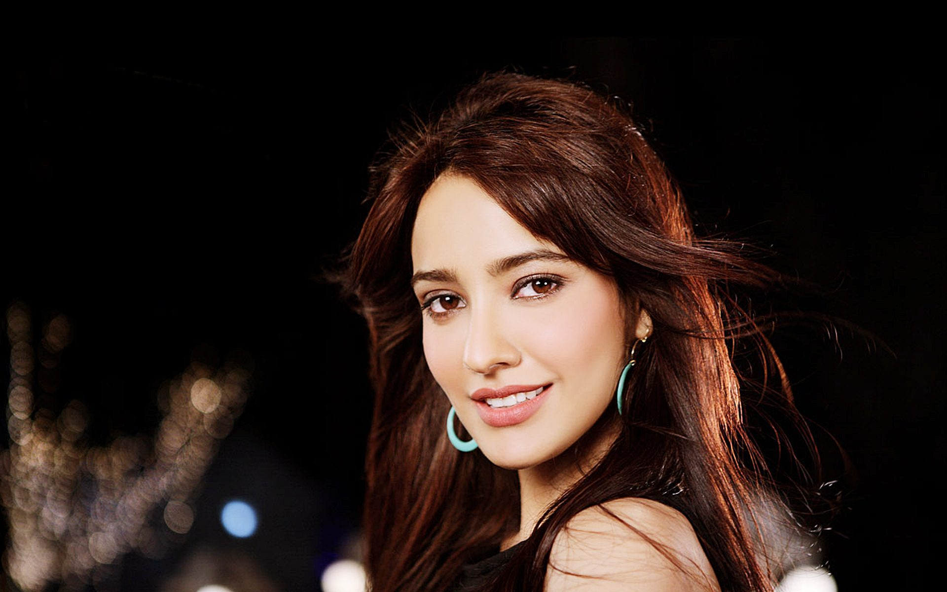 Neha Sharma Wallpapers Images Photos Pictures Backgrounds