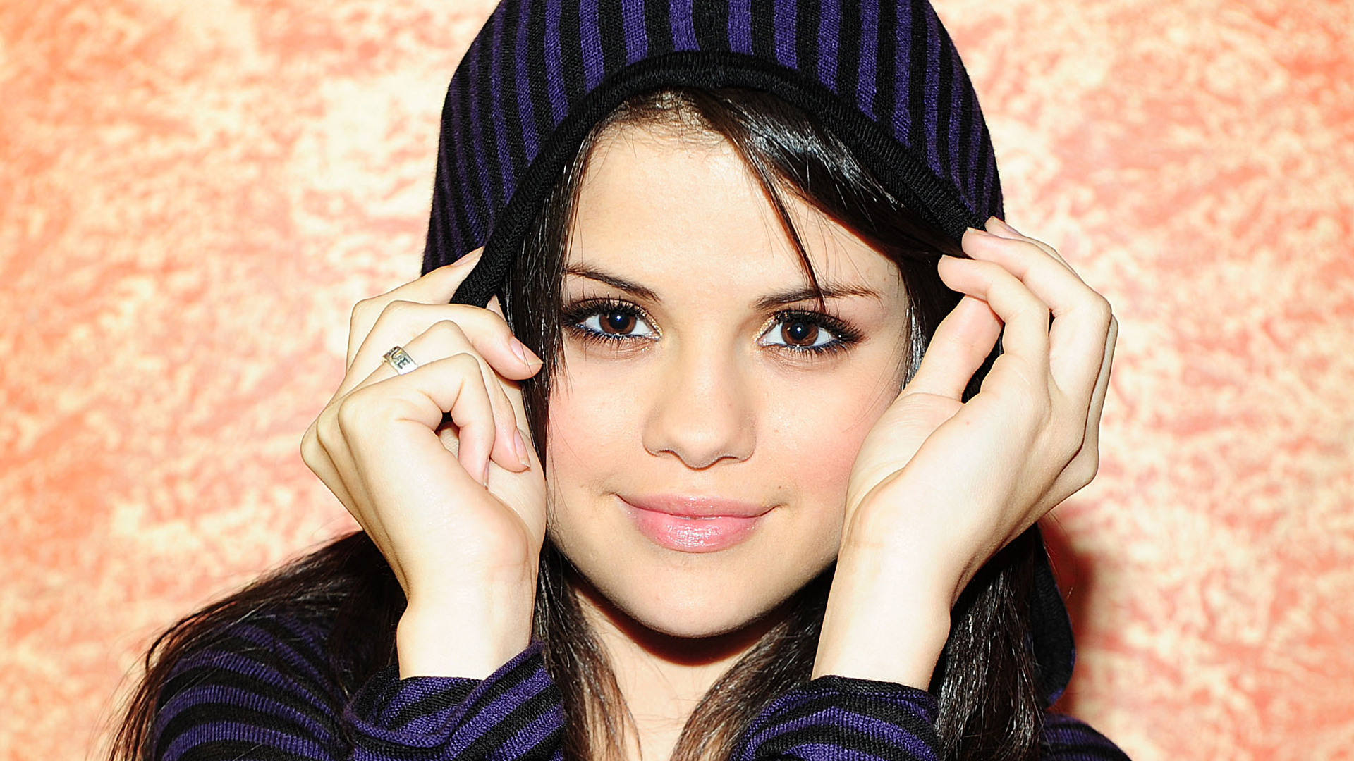 selena gomez wallpapers images photos pictures backgrounds