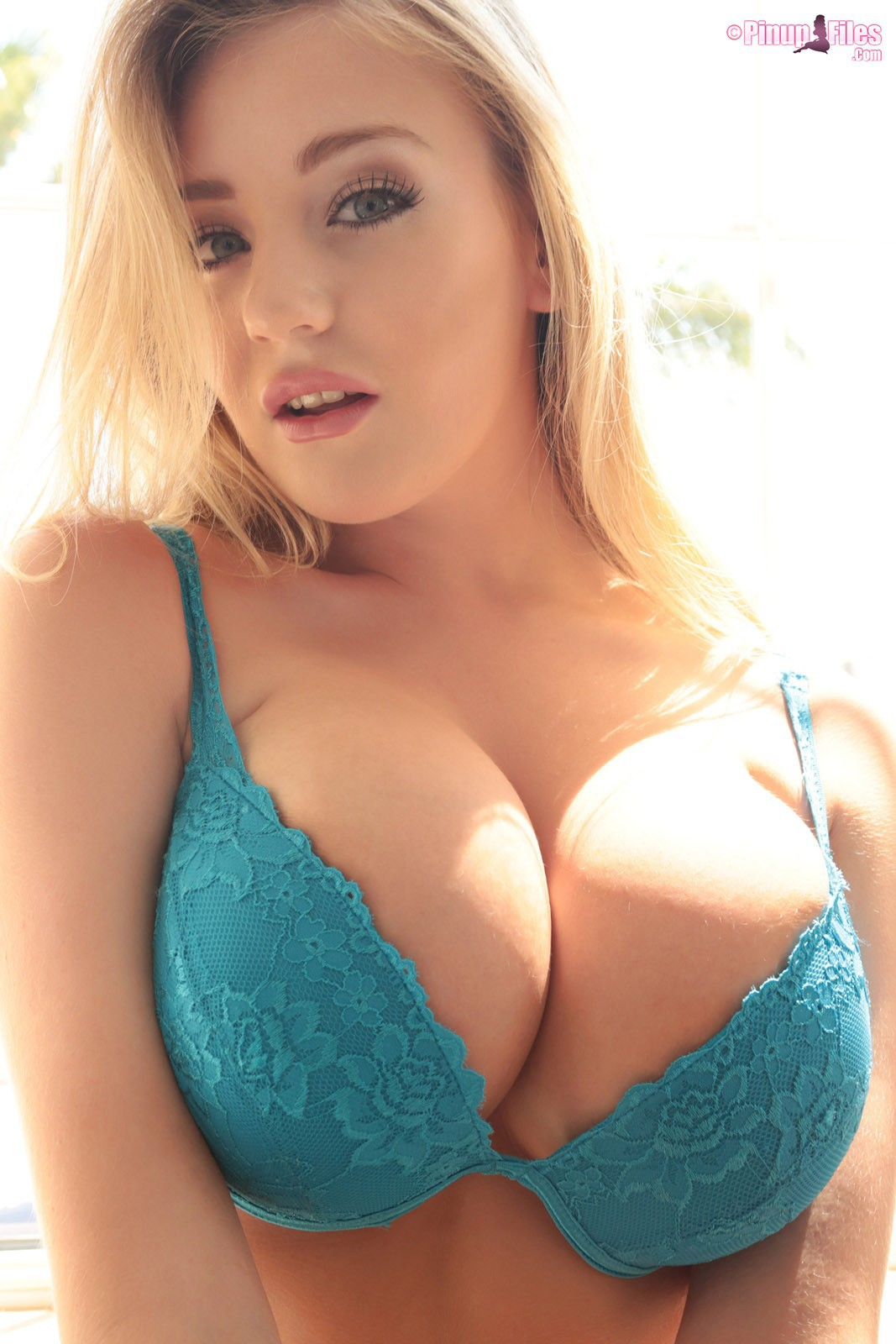 Sarah randall models her big sexy boobs