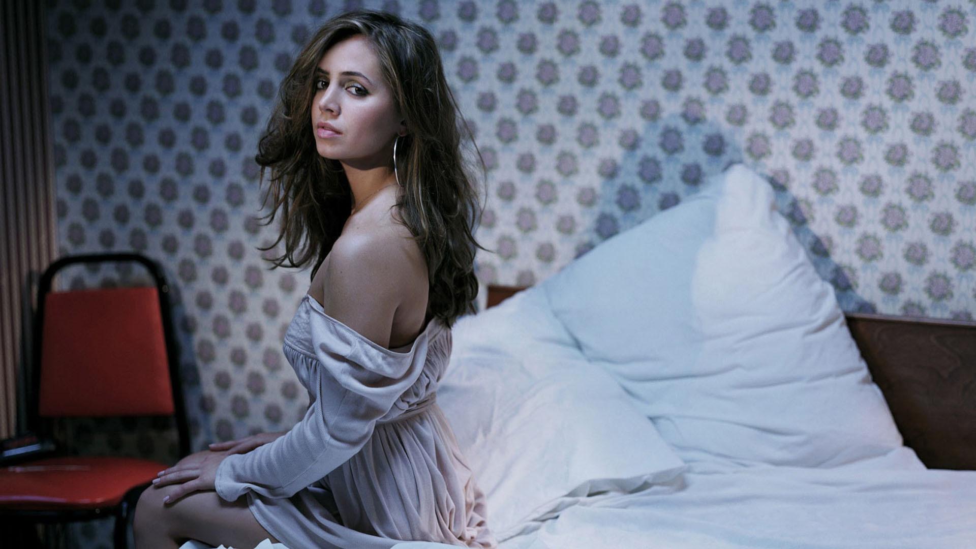 Eliza Dushku Pictures