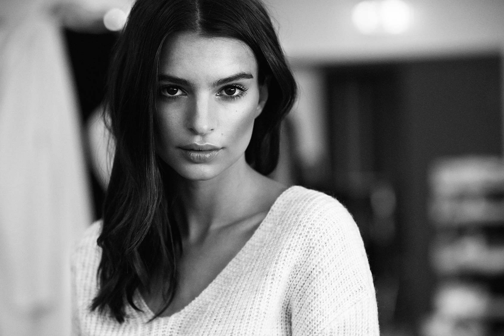 Emily Ratajkowski Wallpapers Images Photos Pictures