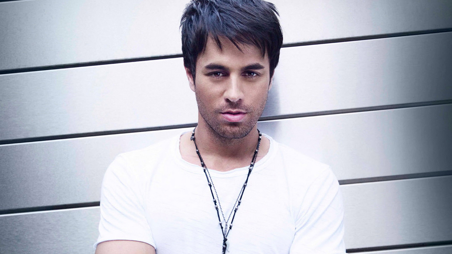 Enrique Iglesias Background