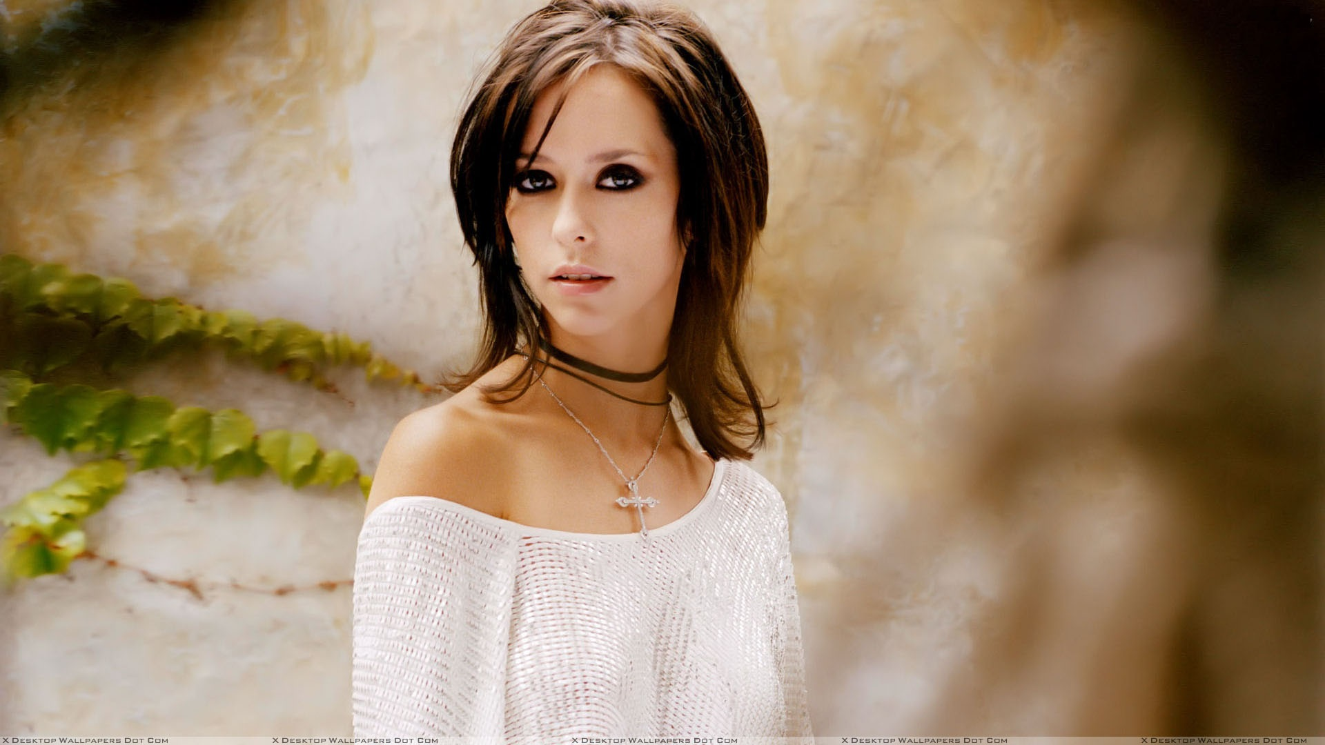Jennifer Love Hewitt W...