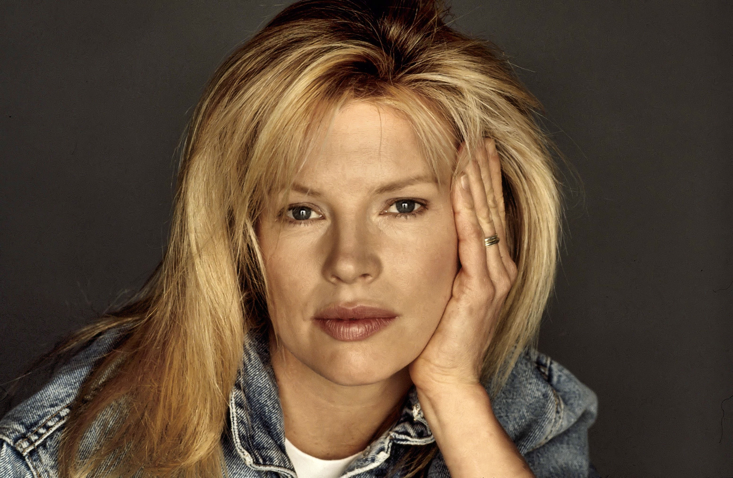 Kim Basinger Wallpapers Images Photos Pictures Backgrounds
