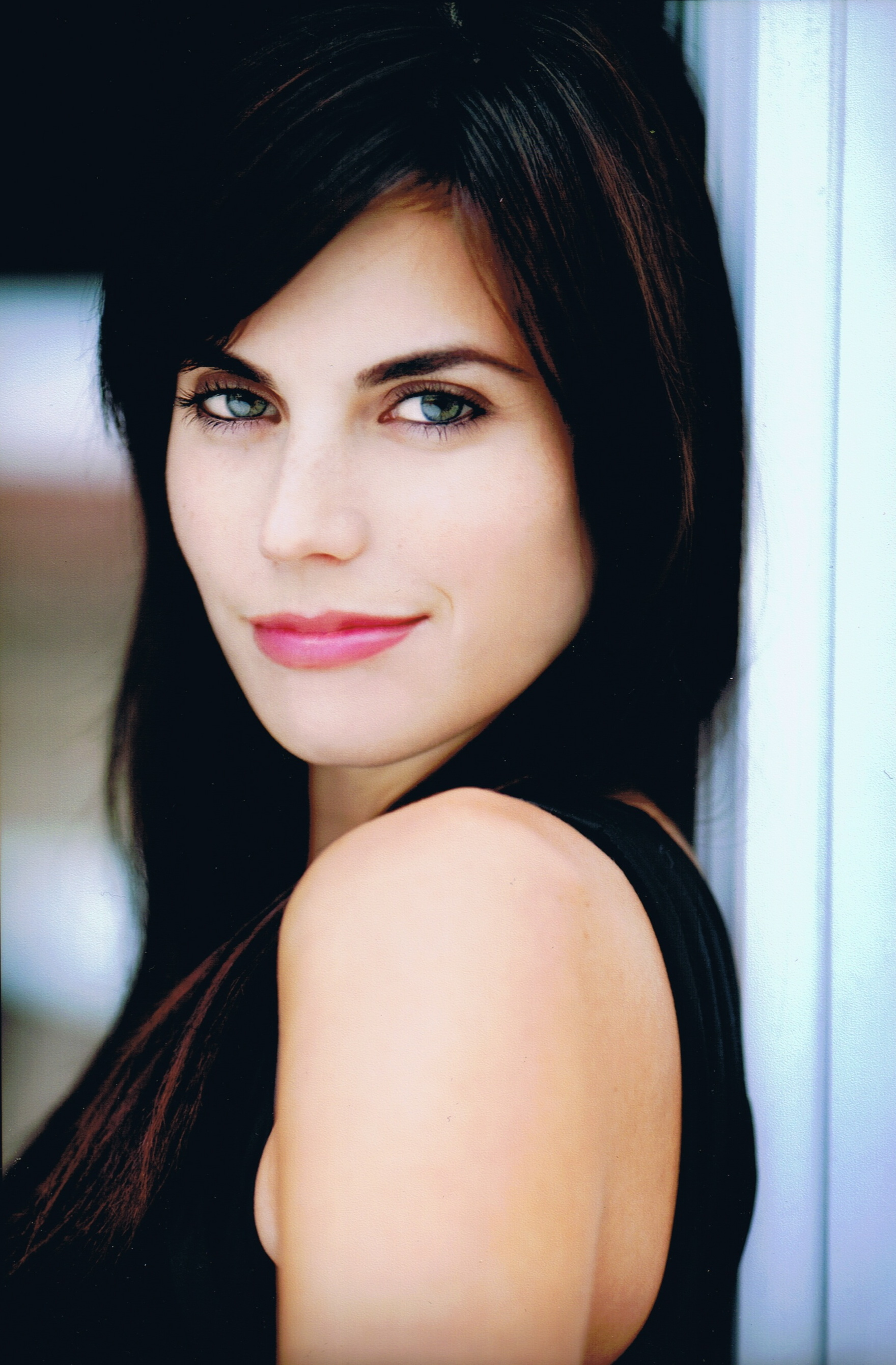 Meghan Ory High Quality Wallpapers For Iphone