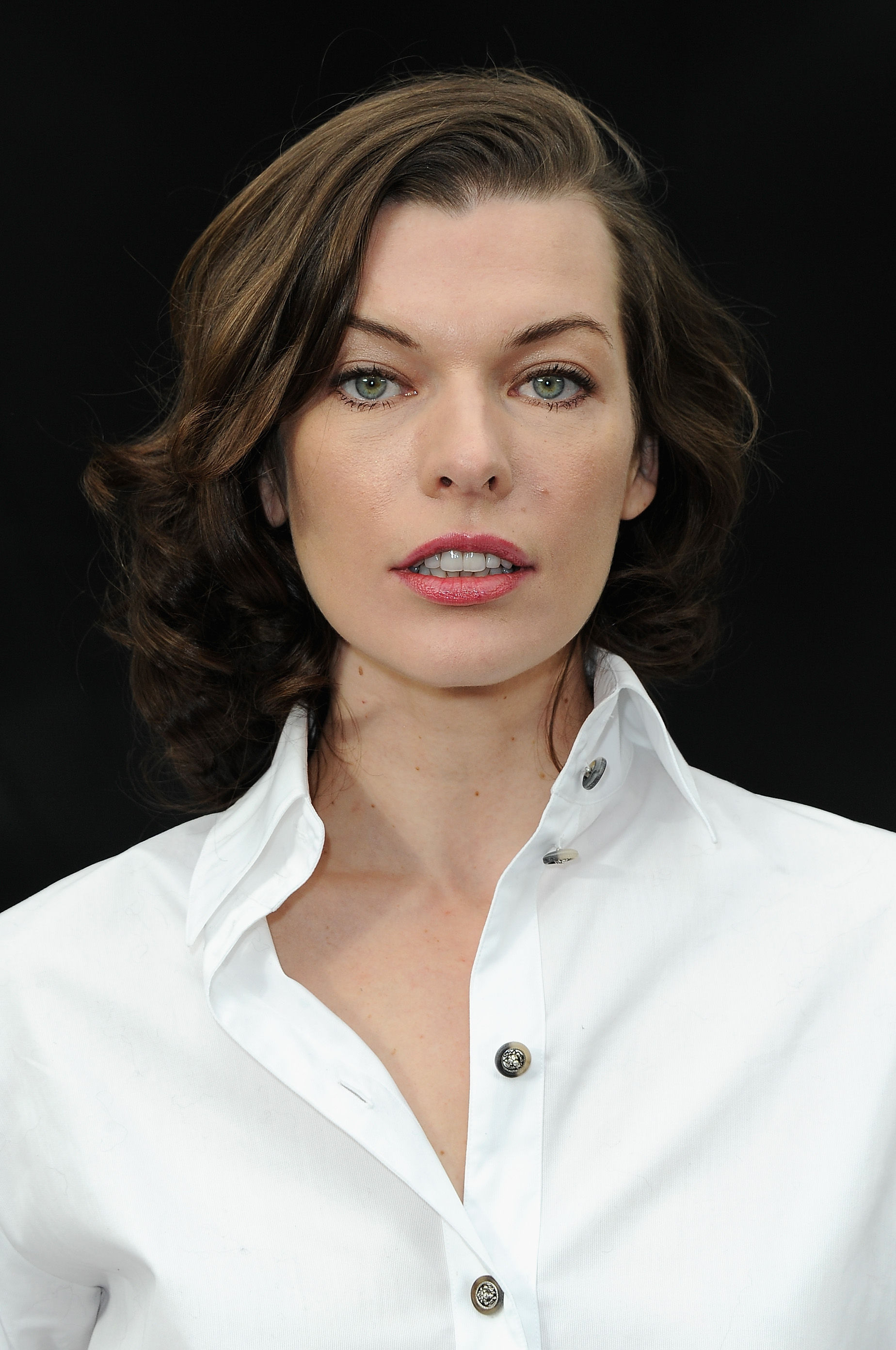 Milla Jovovich Wallpapers Images Photos Pictures Backgrounds Milla Jovovich