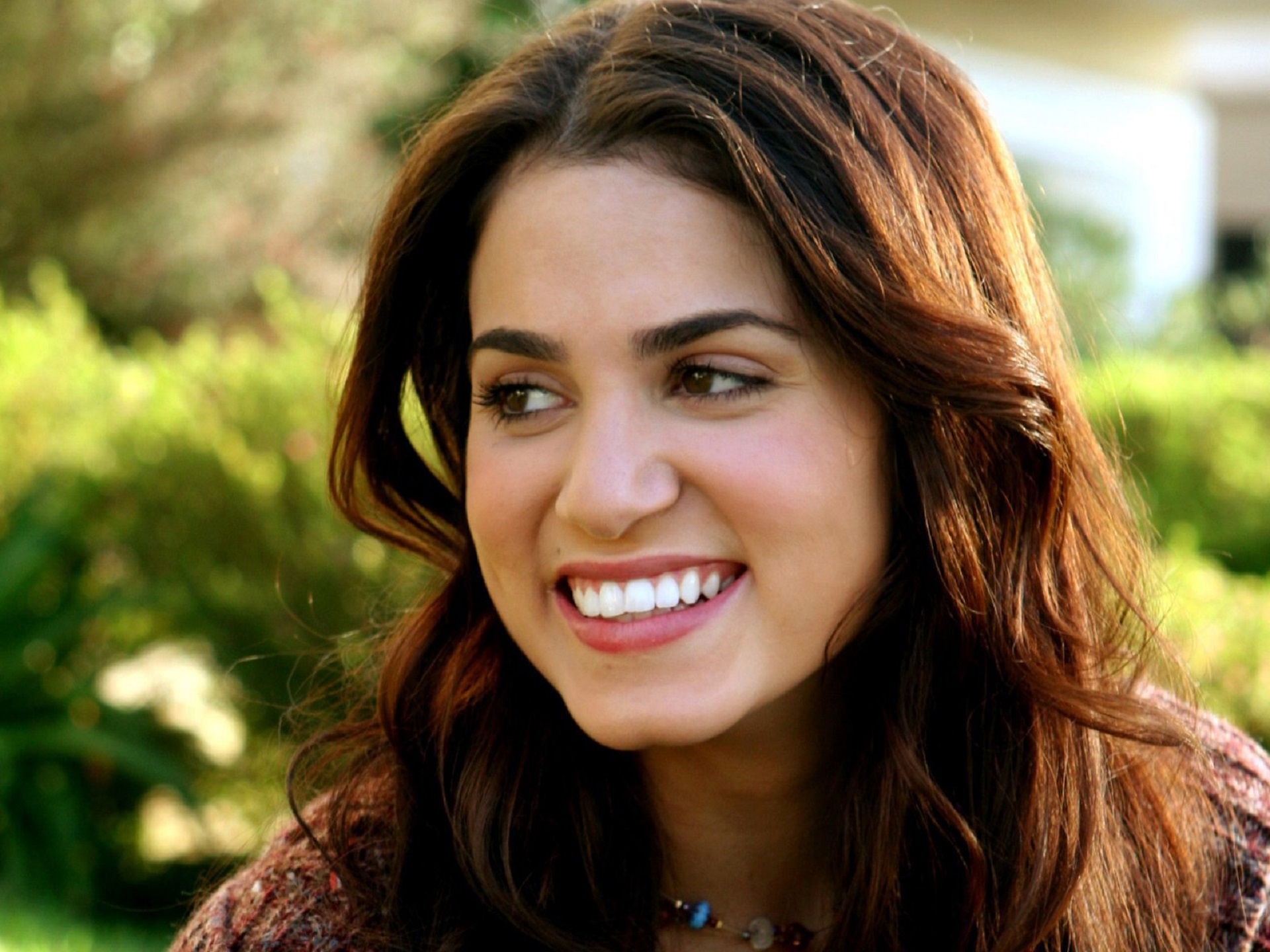Nikki Reed Wallpapers Images Photos Pictures Backgrounds