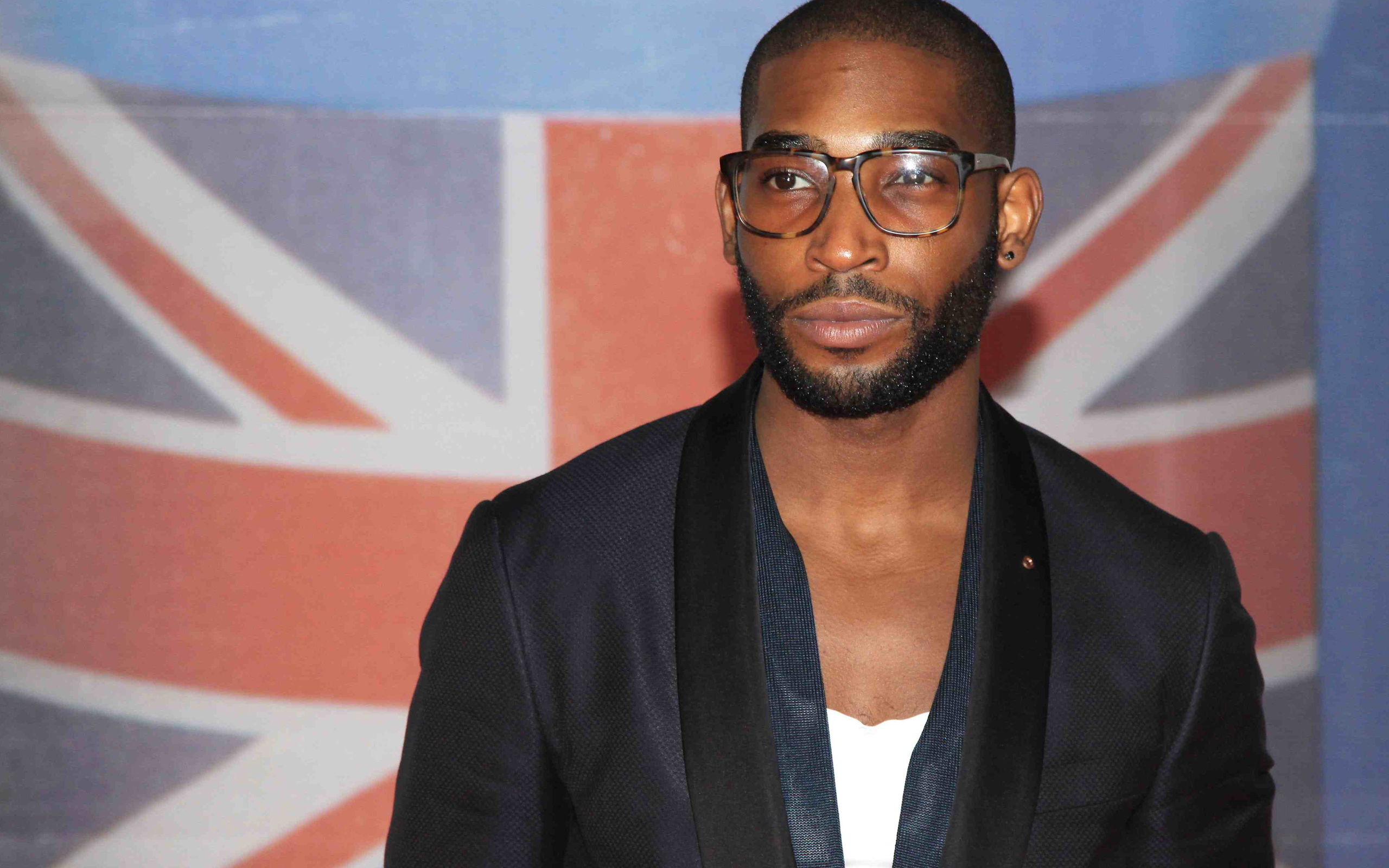 Tinie Tempah Wallpapers Images Photos Pictures Backgrounds