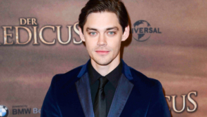 Tom Payne Widescreen