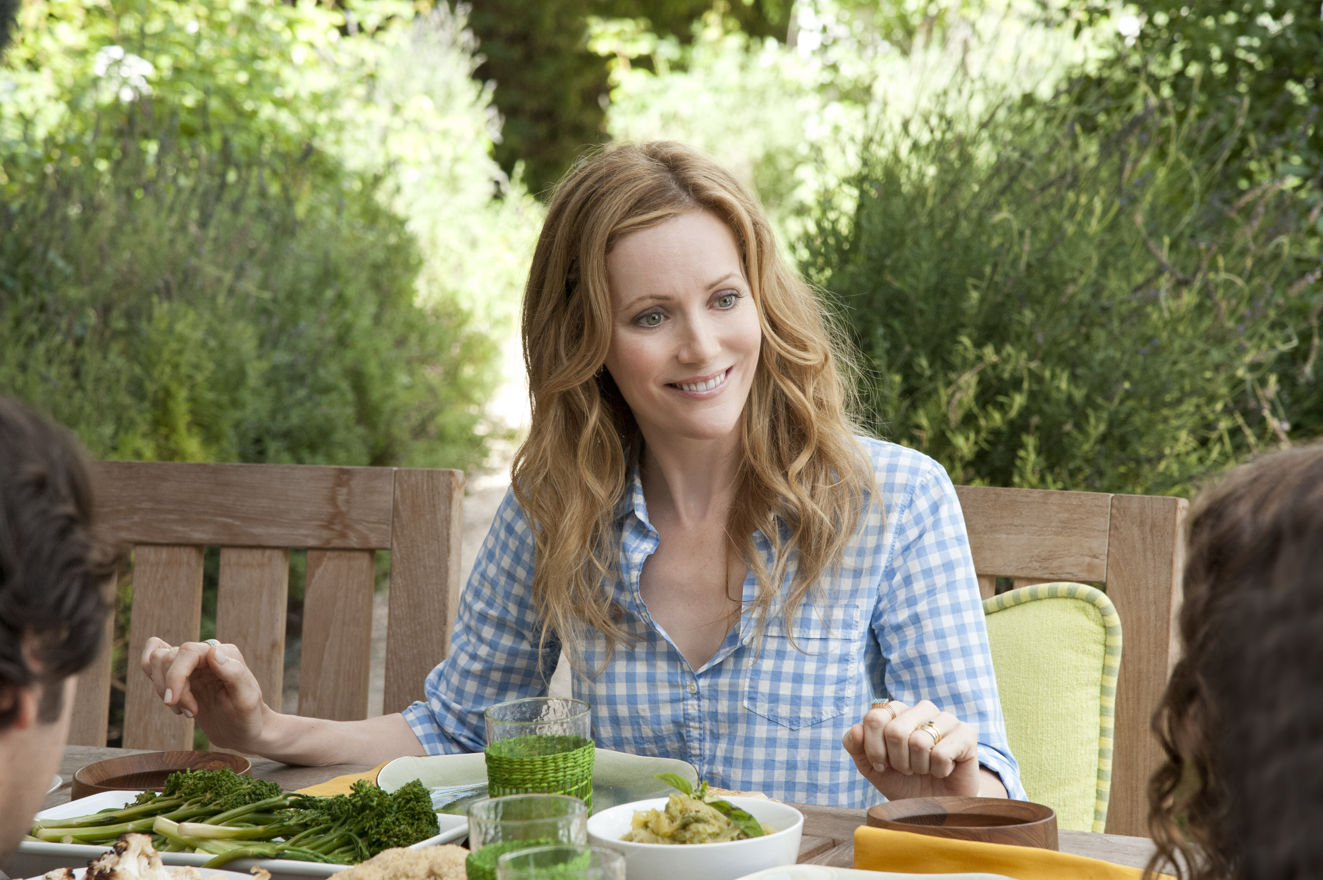 Leslie Mann Wallpapers Images Photos Pictures Backgrounds