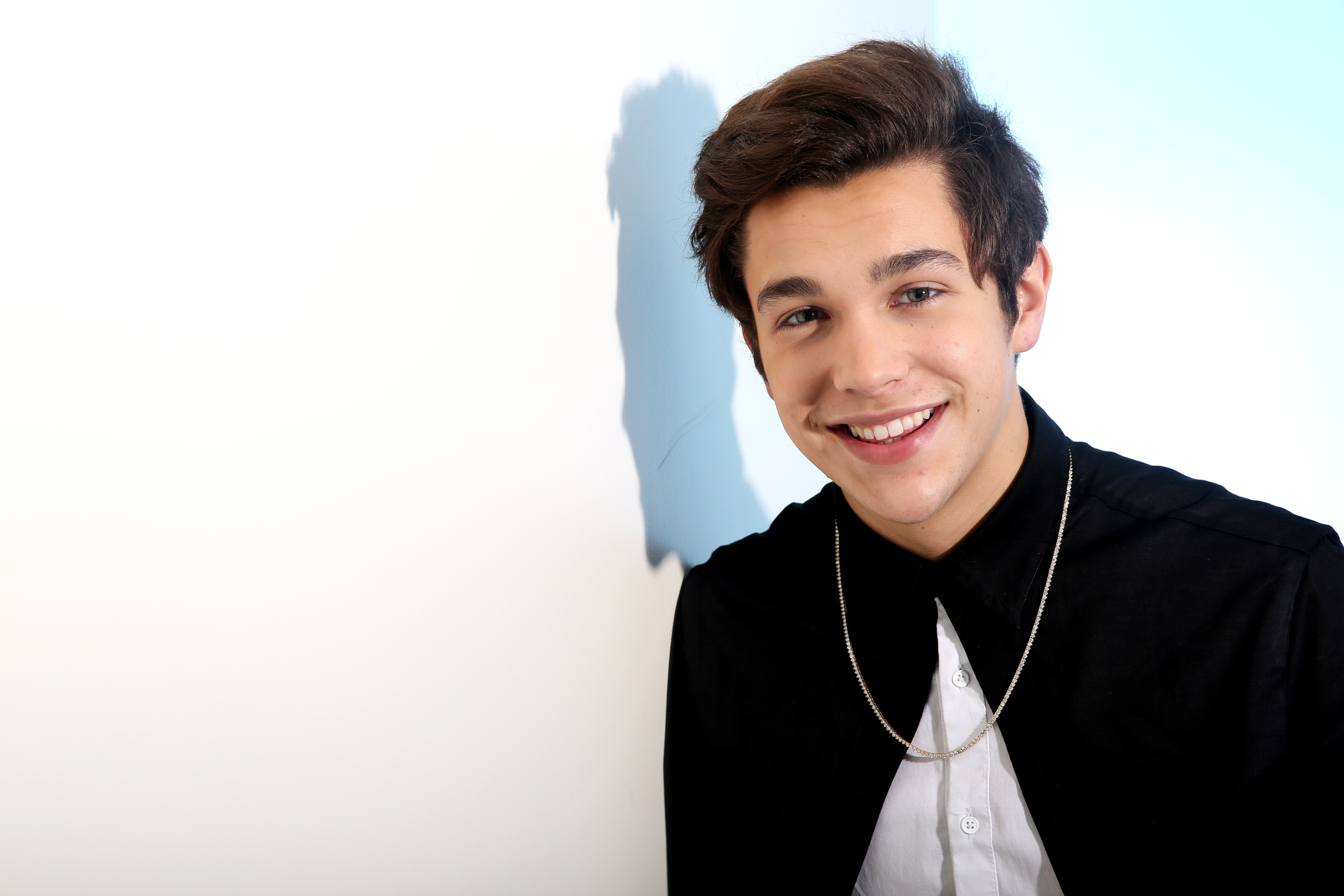 austin mahone Born in san antonio, texas, mahone started singing at a young age and in 2010  began posting youtube clips of himself singing cover songs by artists like.