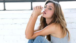 Daily Phoebe Tonkin Sexy Wallpapers