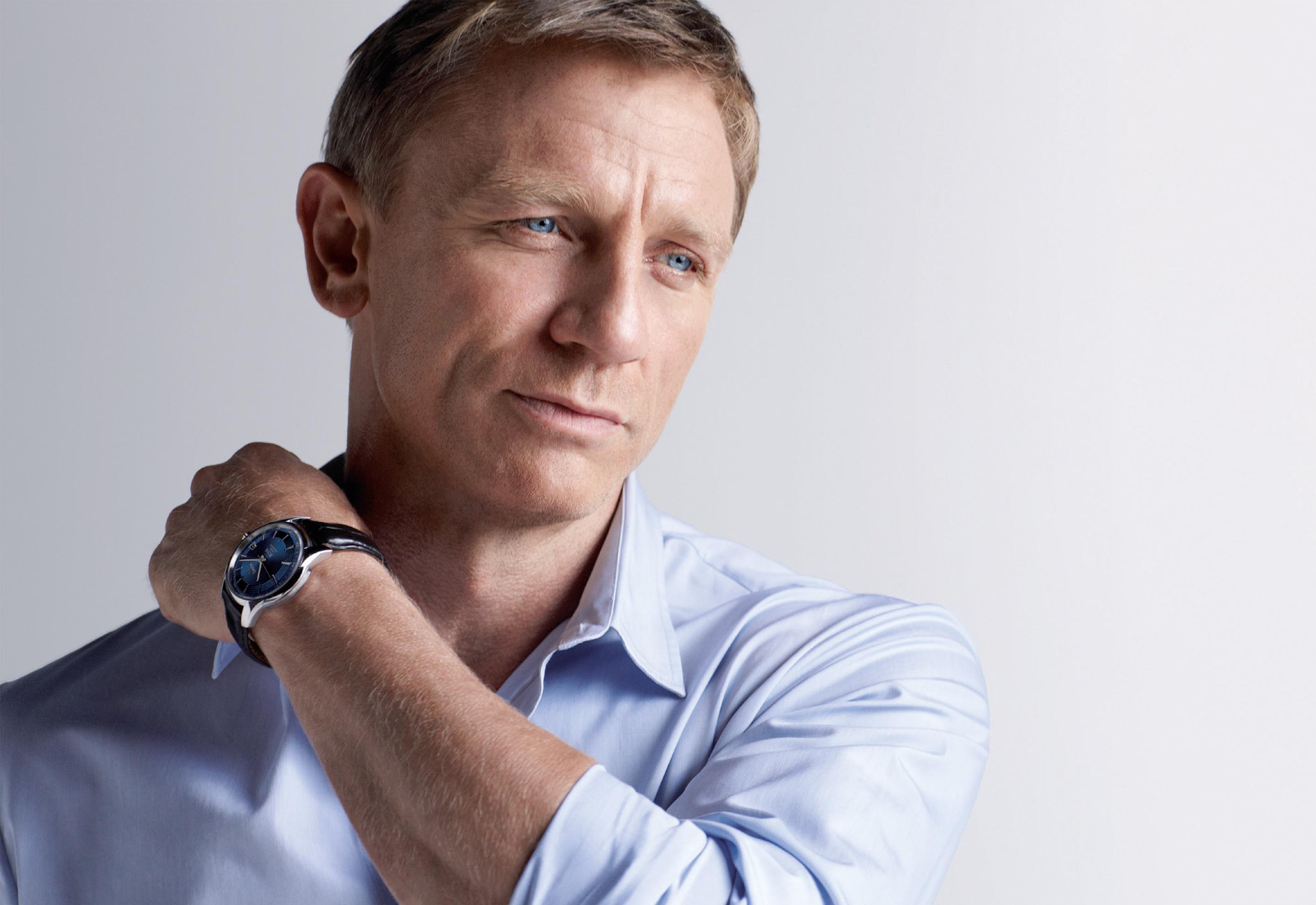 Daniel Craig Backgroun...