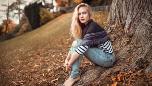 Eva Mikulski Wallpaper