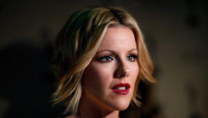 Kathleen Robertson Photos