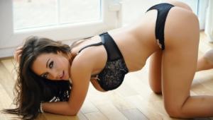 Lindsey Strutt Pictures